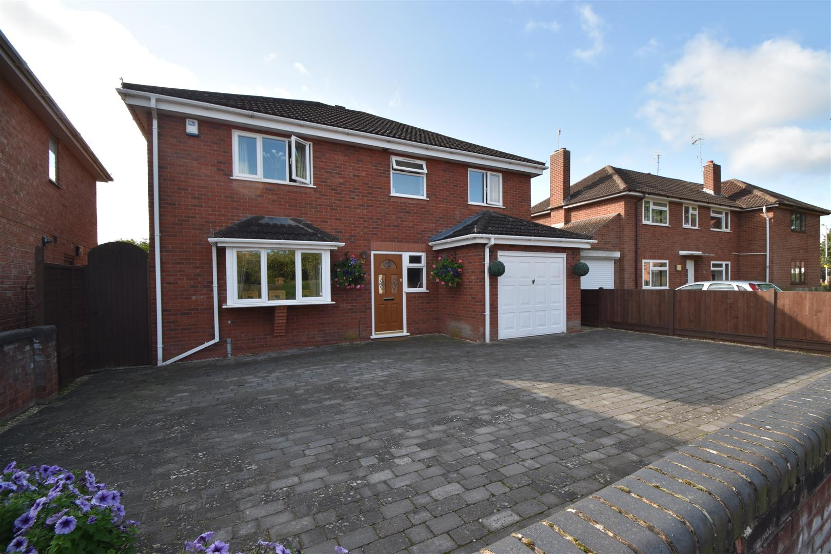 4 Bedrooms Detached House for sale in Melrose Close, Worcester